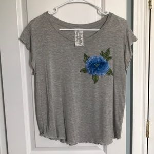 Sadie & Sage gray tee with blue floral detail